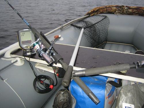 Лодка с эхолотом