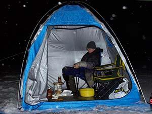 Ловля леща зимой ночью в палатке