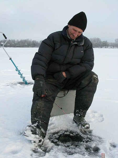 Где искать и на что ловить налима зимой на озёрах и водохранилищах