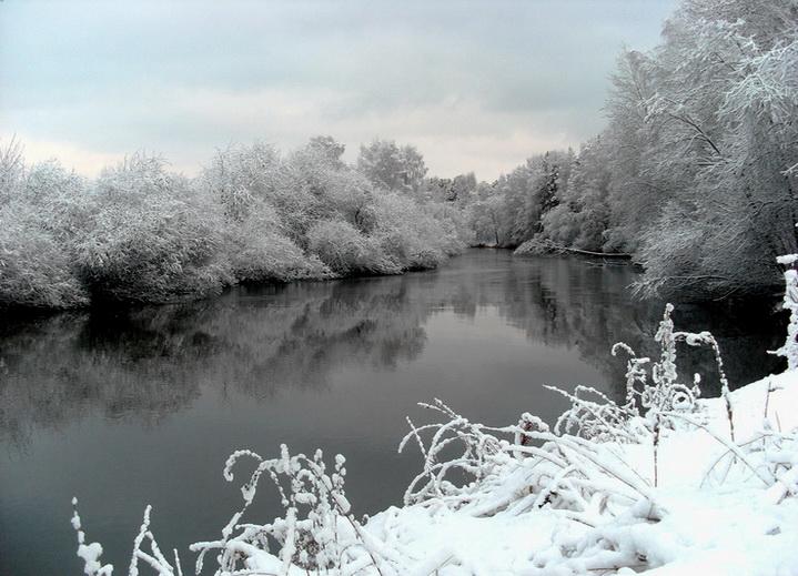 зимой на реке с удочкой