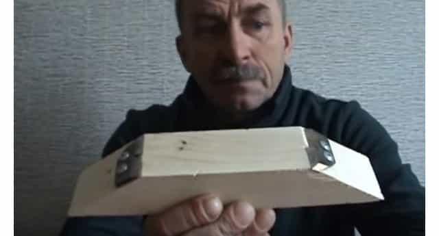 На брусок крепим 2 ножа