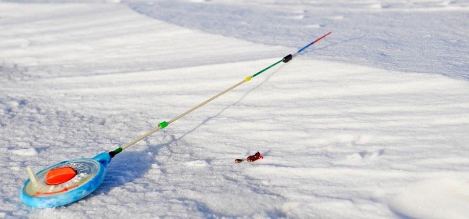 Снасти для ловли хариуса зимой.