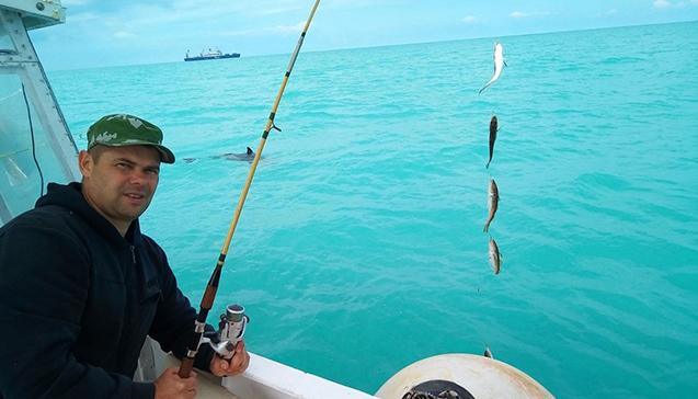 Ловля спиннингом в открытом море.jpg